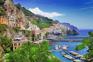 italský přístav a apartmány